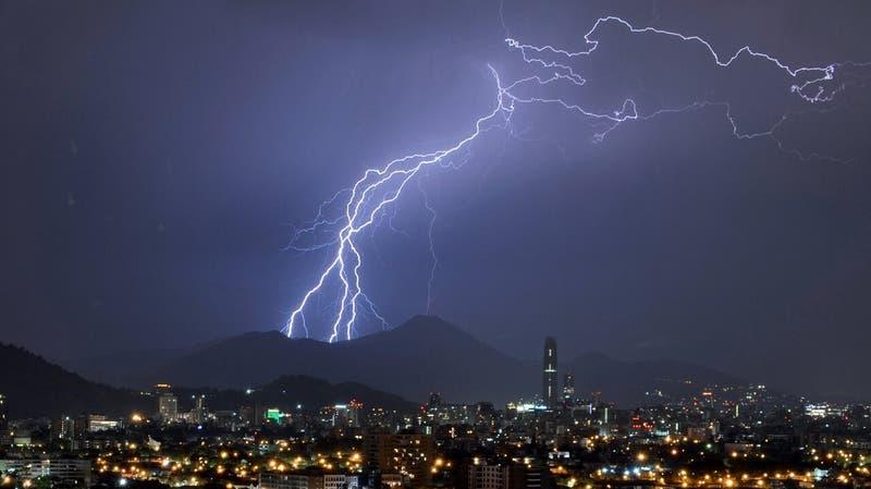Pronostican tormentas eléctricas para seis regiones de la zona central para este martes