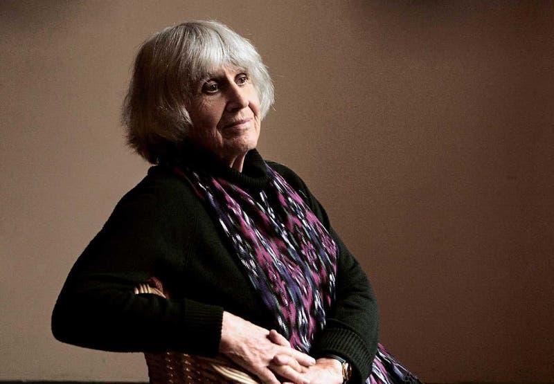 Joan Turner, viuda de Víctor Jara, recibe Premio Nacional de Artes de la Representación 2021