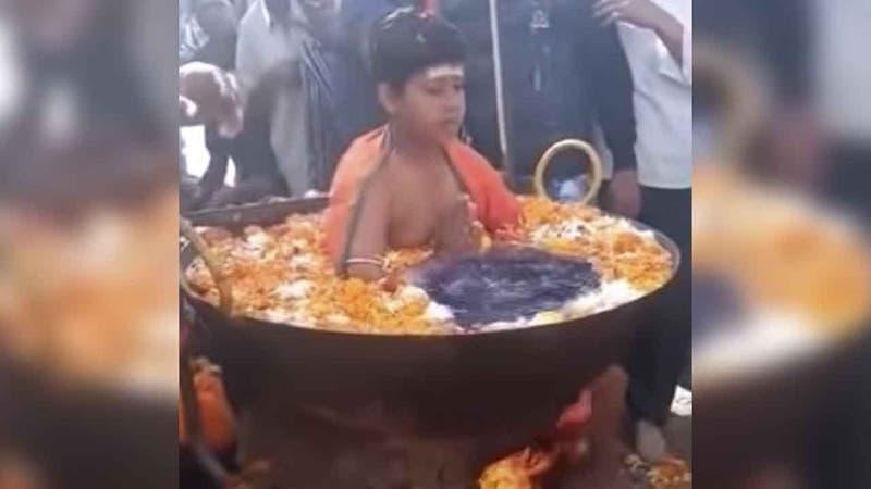 Revelan el truco tras el video viral de un niño en una olla hirviendo