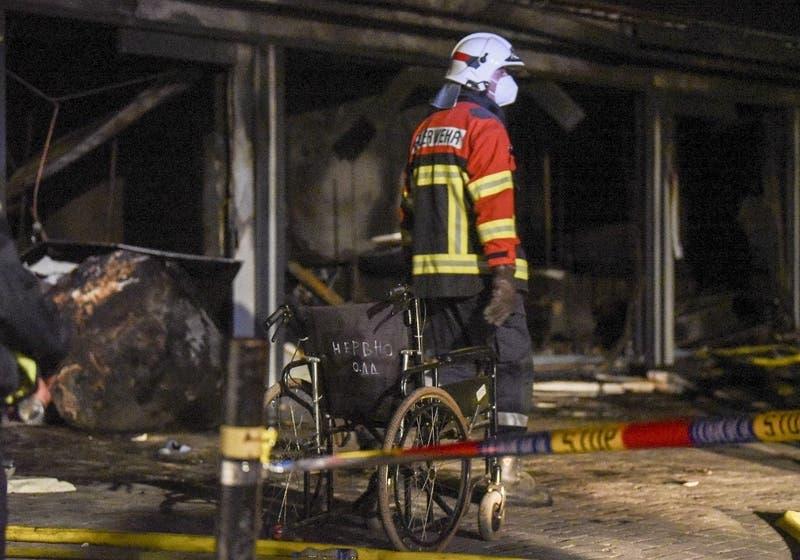 Al menos 14 muertos deja un incendio en unidad de enfermos de coronavirus en Macedonia del Norte