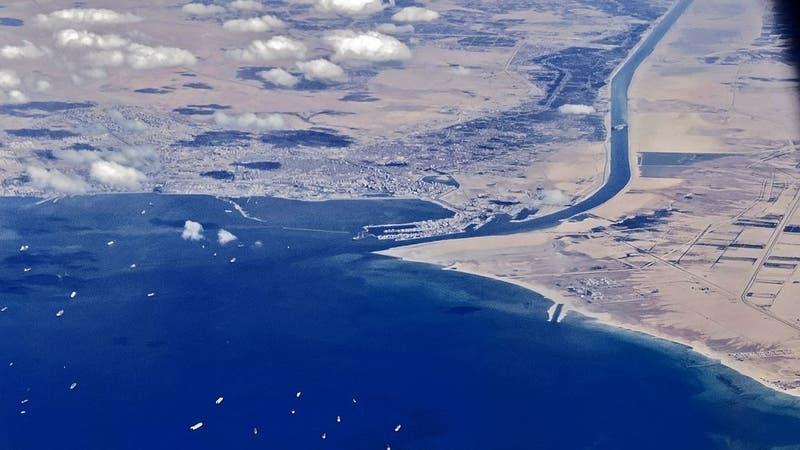 Nuevo bloqueo en el Canal de Suez: Embarcación encalló en el kilómetro 54 de la ruta marítima