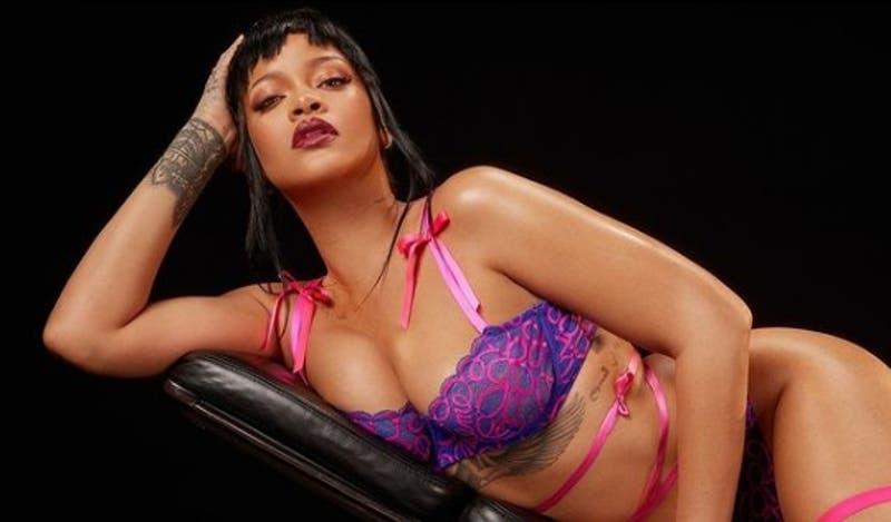 """Rihanna se lució con un disfraz de """"pito"""": """"Preferiría fumar marihuana cada vez que respiramos"""""""