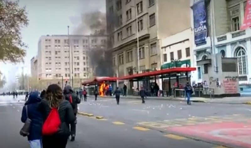 [VIDEO] Reportan incidentes tras marcha en conmemoración al 11 de septiembre