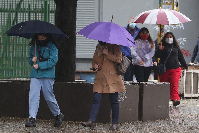 Pronóstico del tiempo: Lluvias continuarán este lunes en Santiago y otras 8 regiones del país