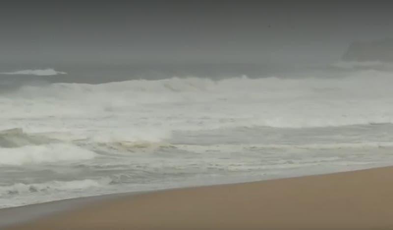 [VIDEO] Hombre murió tras ingresar a la playa en El Quisco: No respetó aviso de marejadas