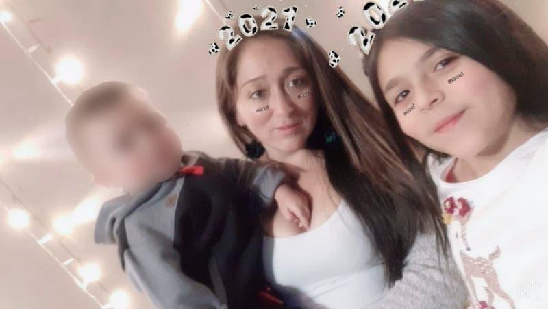 Madre e hija de once años mueren cruzando desierto: Lograron salvar a un niño de tres años