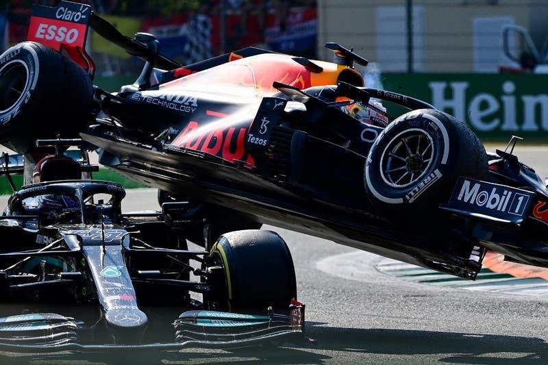Verstappen y Hamilton, líderes de la F1, protagonizaron grave accidente que los dejó fuera en Italia