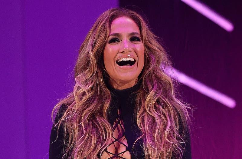 El micro atuendo de Jennifer Lopez en los MTV VMA's: se arriesgó con osada falda de cordones