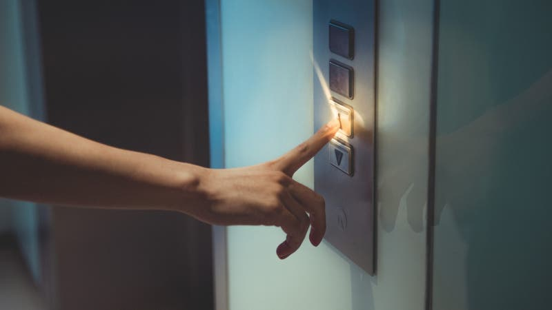 Encuentran esqueleto dentro de ascensor que llevaba 24 años sin operar