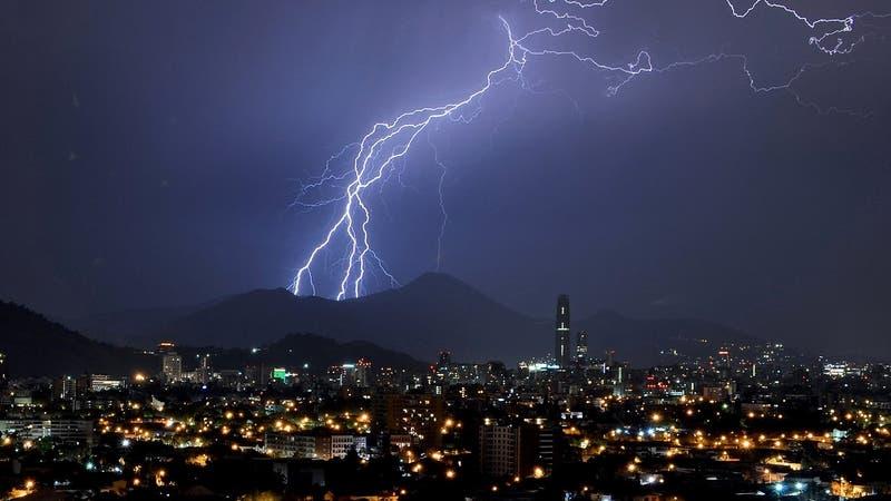 Pronostican tormentas eléctricas para la Región Metropolitana durante este lunes