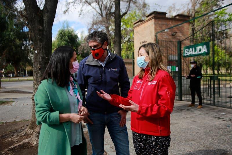 Seremi y alcaldes denuncian a organizadores de fiesta en Parque Padre Hurtado