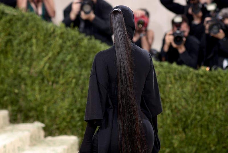 Kim Kardashian lució traje estilo Batman en fiesta de la Met Gala