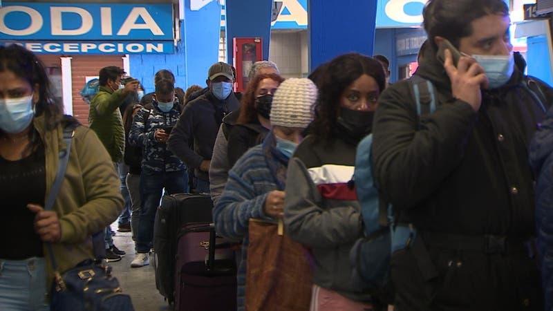 Pasajes en bus hacia el sur casi agotados: prevén 800 mil personas viajando desde Santiago este 18