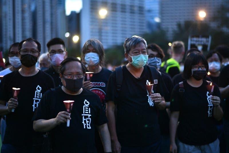 Penas de cárcel para 9 activistas de Hong Kong por participar en vigilias de Tiananmen