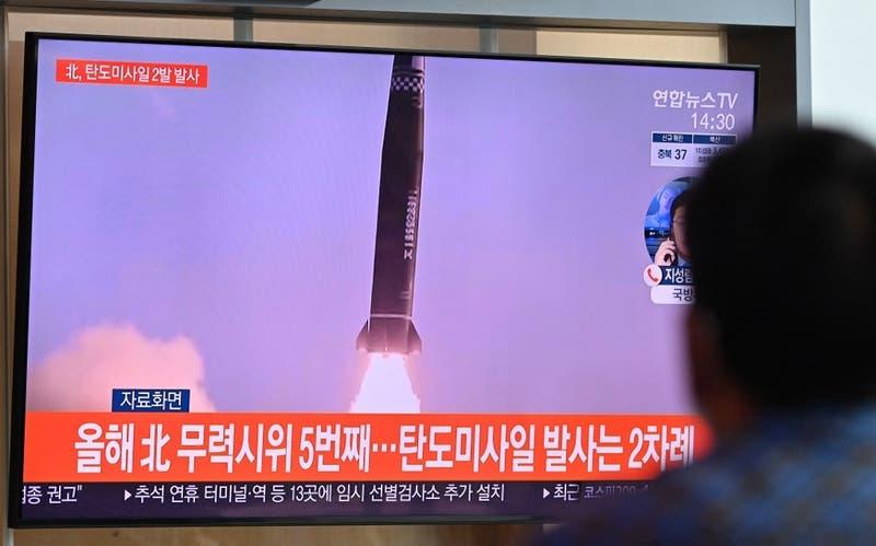 Corea del Norte dispara dos misiles balísticos al mar, según ejército surcoreano