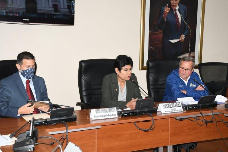 Congresista peruana se disculpa por video donde se ducha mientras asiste a sesión virtual