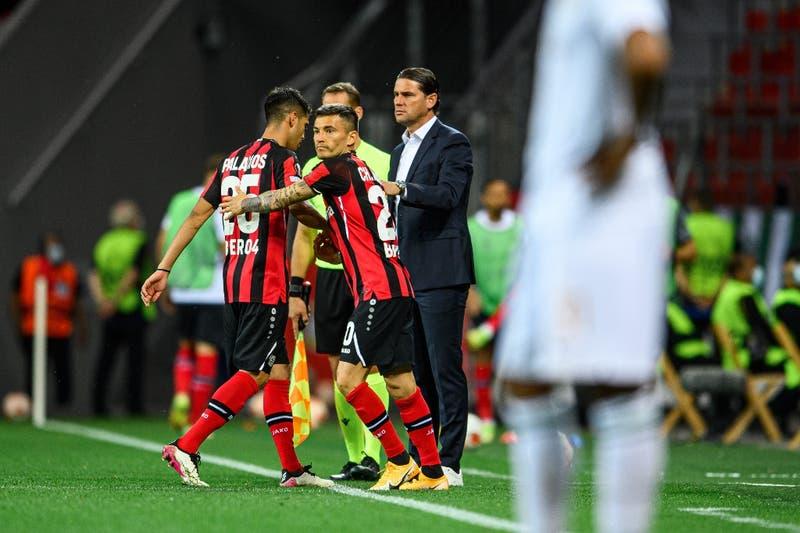 Chilenos en la Europa League: Charles Aránguiz y Claudio Bravo debutan con una victoria