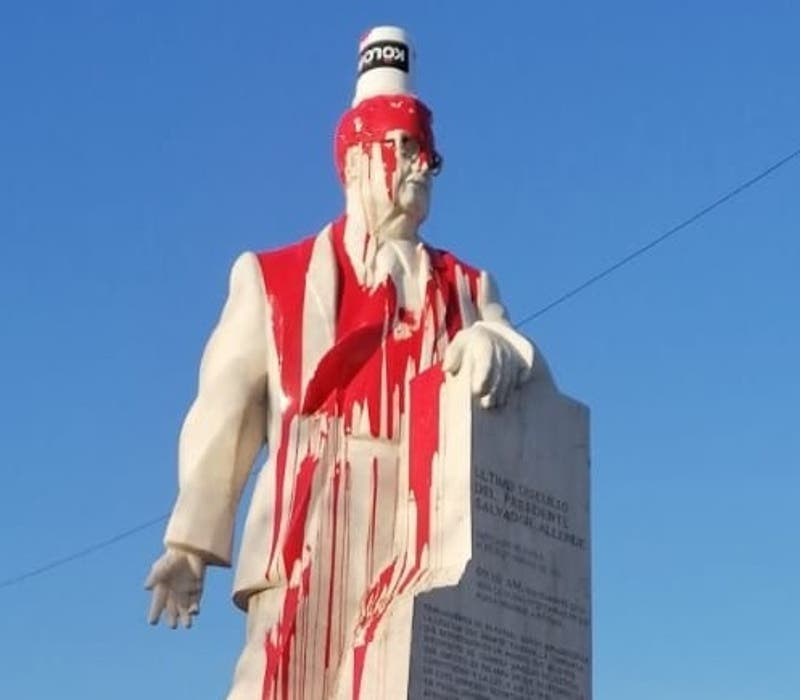 Desconocidos vandalizaron estatua de Salvador Allende en San Joaquín