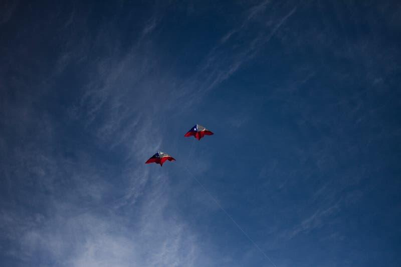 ¿Se podrá elevar volantín y bailar cueca al aire libre?: Revisa el tiempo para este fin de semana
