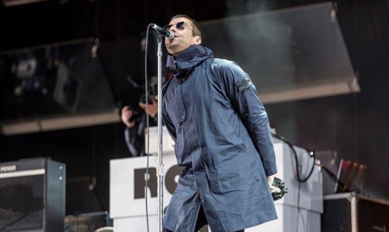 [FOTOS] Liam Gallagher se cayó de un helicóptero y aterrizó con la cara después de un concierto