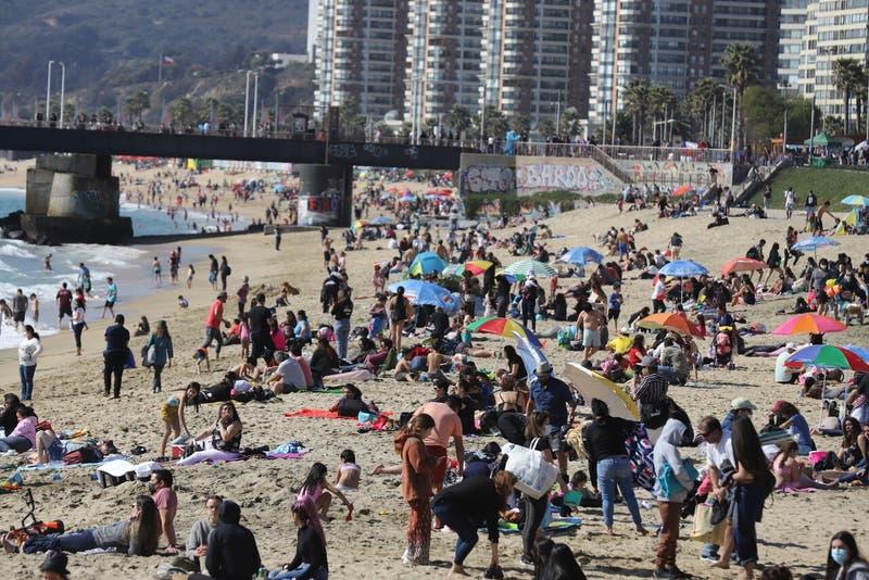 [VIDEO] Miles de visitantes repletan playas del Litoral Central