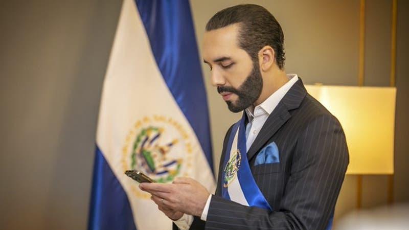 """Nayib Bukele cambió su biografía de Twitter a """"dictador de El Salvador"""""""