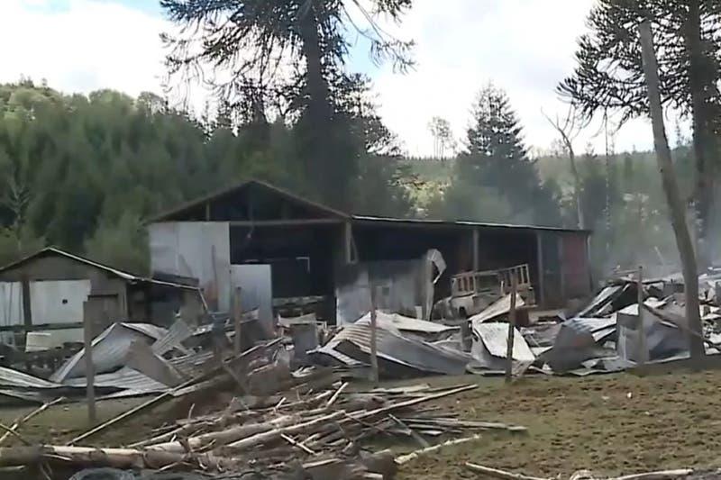 Matrimonio se encuentra internado grave tras incendio que se presume intencional en La Araucanía