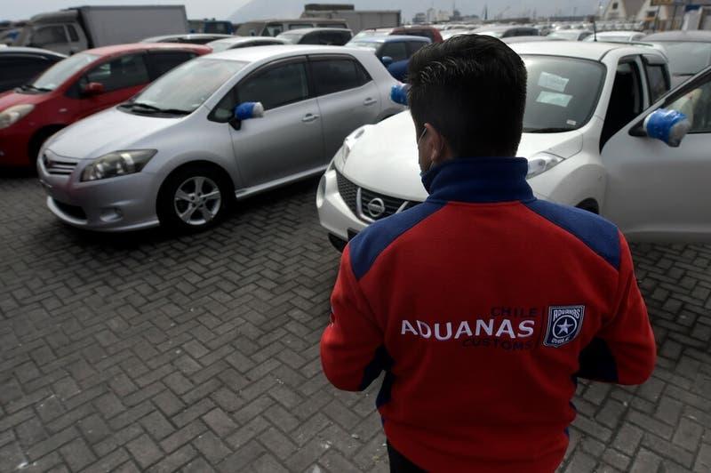 """Cómo participar de la subasta de Aduanas: Prometen """"autos a precios de celulares"""""""