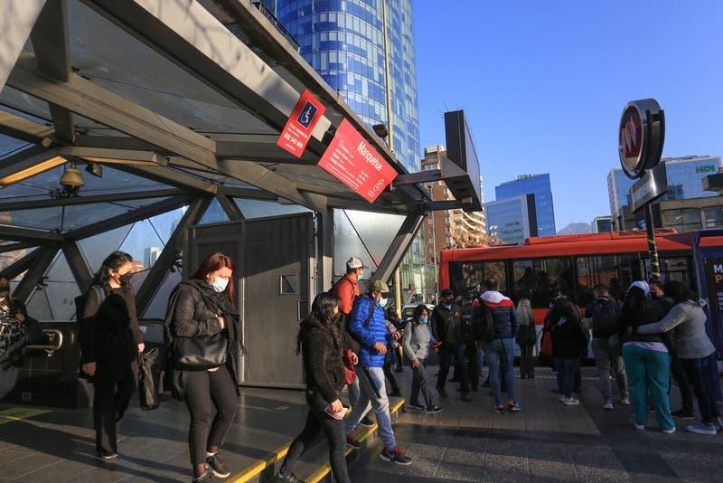 Metro de Santiago sin servicio en dos estaciones de línea 1