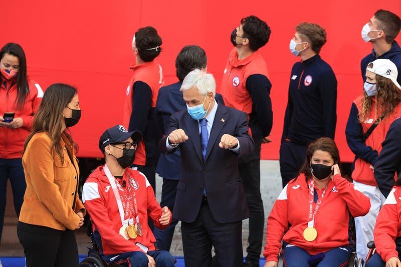 Deportistas olímpicos y paralímpicos que participaron en Tokio 2020 son recibidos en La Moneda