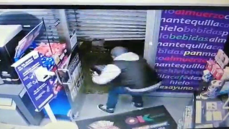 """[VIDEO] Delincuentes no pudieron escapar: Robaron pero fueros detenidos tras quedar en """"panne"""""""