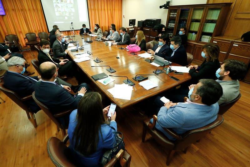 Comisión de Constitución vota este miércoles cuarto retiro del 10% de AFP