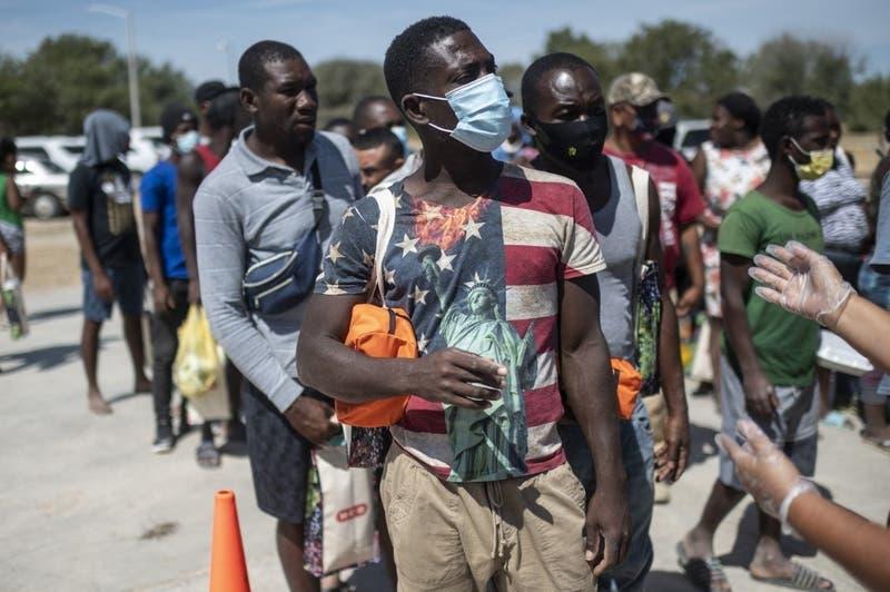 """Renuncia enviado de EEUU en Haití y denuncia deportaciones """"inhumanas"""" de migrantes"""