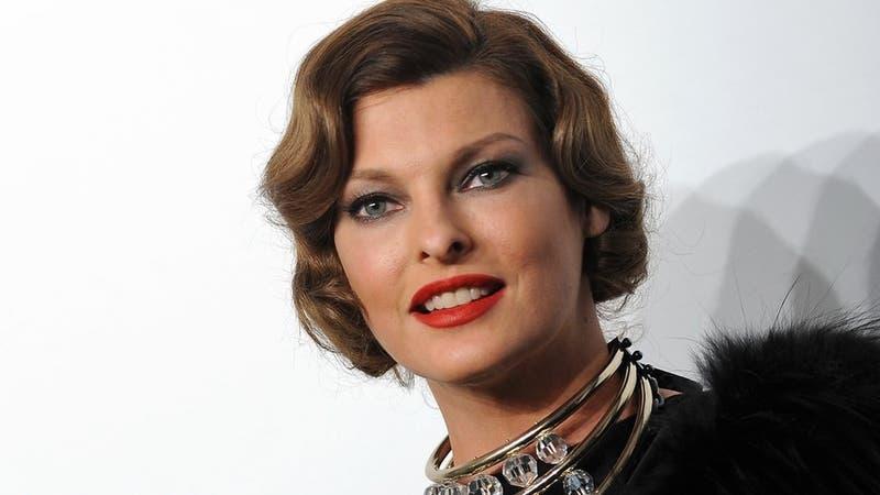 """La supermodelo Linda Evangelista dice que un procedimiento cosmético la dejó """"deformada"""""""