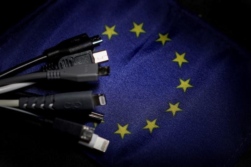 Comisión Europea propone cargador universal para teléfonos y dispositivos: Apple se opone