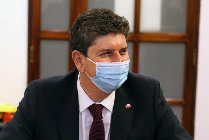 """Ministro Cerda reconoce que realizó primer retiro de AFP: """"Yo no estaba en el Gobierno"""""""