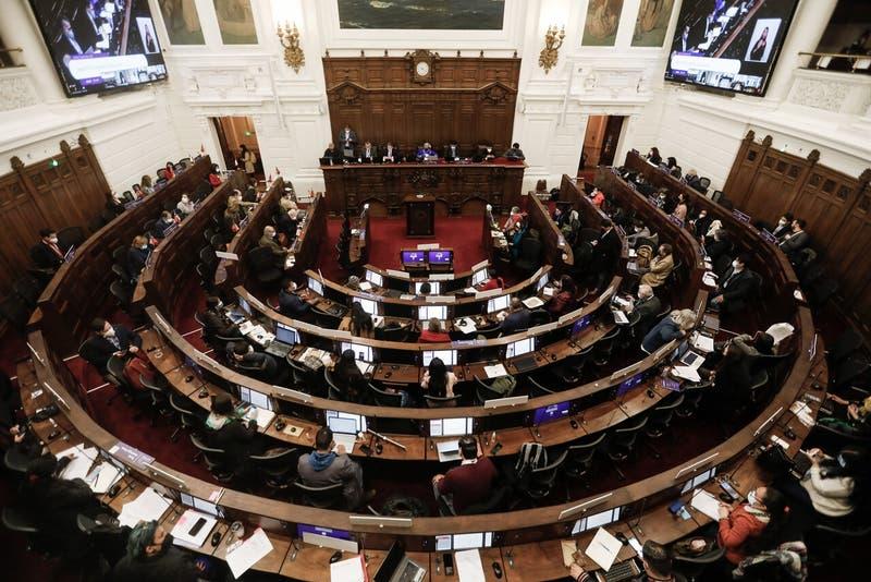 Convención Constitucional suspende votación de reglamento por caso de COVID-19