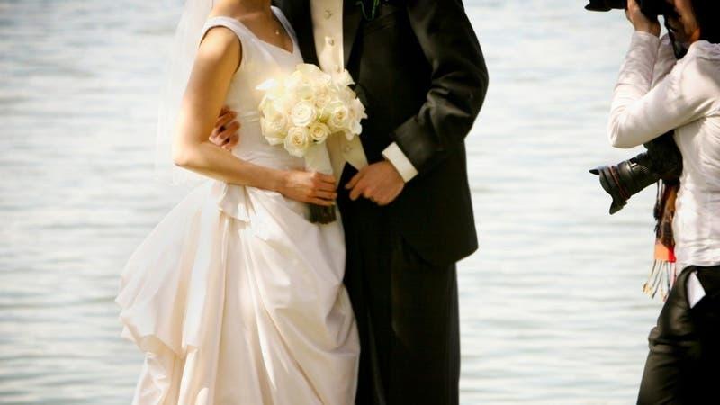 Fotógrafa se enoja con novios tras maltratos y borra todas las imágenes de la boda