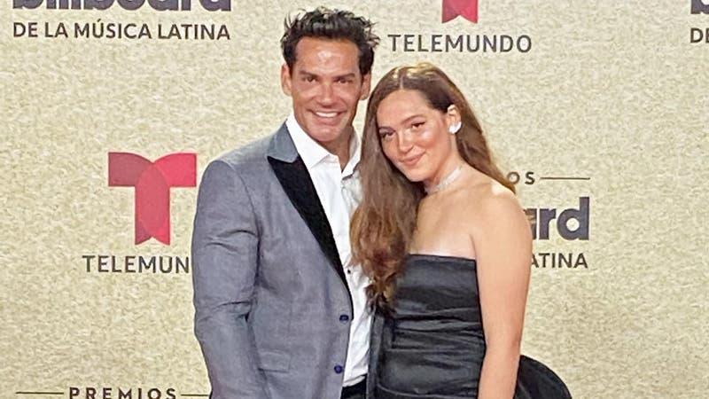 """""""La noche de anoche…"""": Laura de la Fuente robó miradas con foto junto a Bad Bunny en los Billboards"""