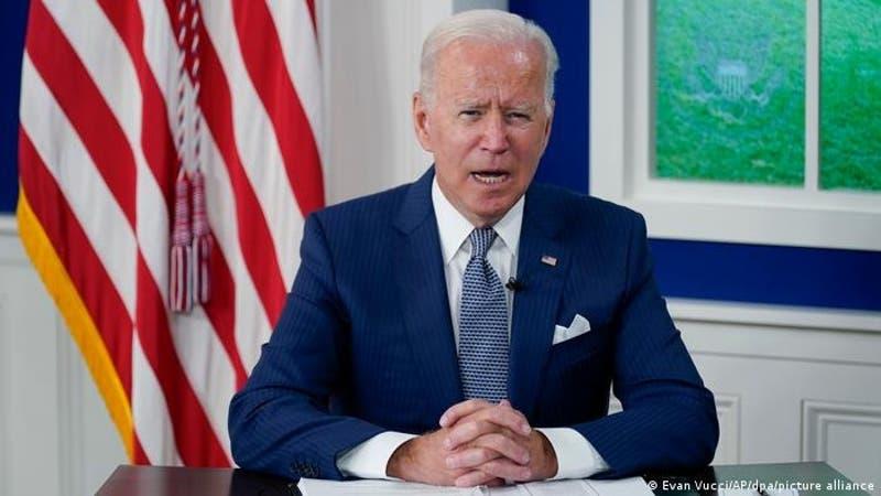 """Biden promete """"consecuencias"""" por malos tratos a inmigrantes haitianos"""