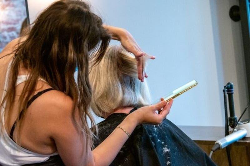 India: Condenan a peluquería a pagar más de 214 millones de pesos por realizar un mal corte de pelo