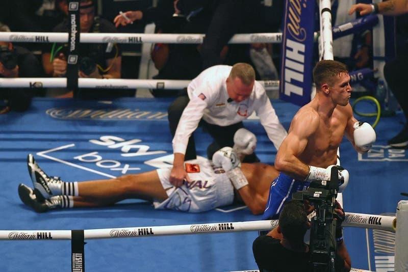 Boxeador dominicano es trasladado a hospital luego de convulsionar en el ring tras un brutal KO