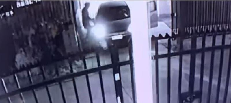 [VIDEO] Portonazo en La Florida: Delincuentes casi se llevan a hijo de la víctima