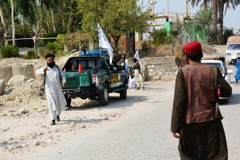 [VIDEO] Talibanes cuelgan en público a supuestos criminales