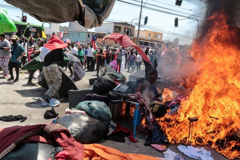 Unicef y Human Rights Watch reaccionan a la quema de pertenencias de inmigrantes en Iquique