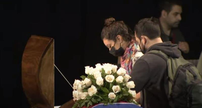 Miles de personas rindieron homenaje a Patricio Manns en el Teatro Nacional