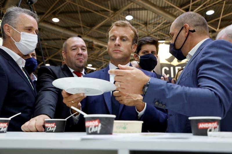 Nueva agresión al presidente de Francia, Emmanuel Macron: recibió un huevo en Lyon