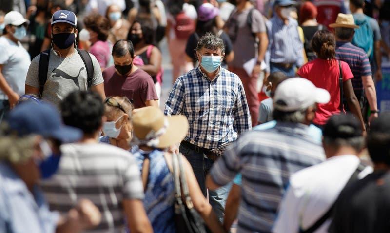 Minsal anuncia el retroceso de 9 comunas en el plan Paso a Paso