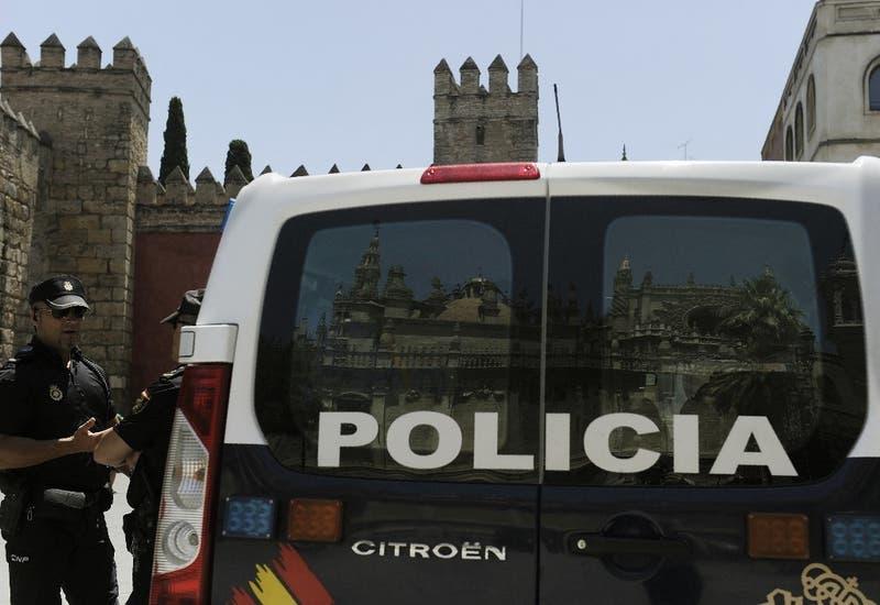 Detienen a una mujer en España por corta y comerse los dedos de una compañera de departamento