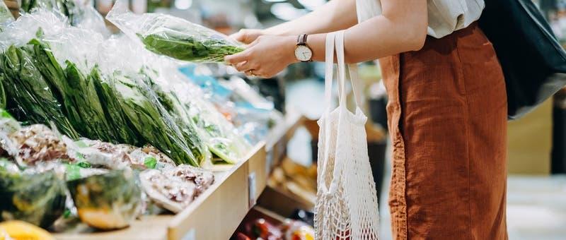 Cinco tips para cambiar tus hábitos de consumo y alimentación para así cuidar el planeta
